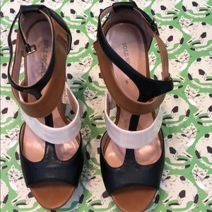 Tri-color wedge heels